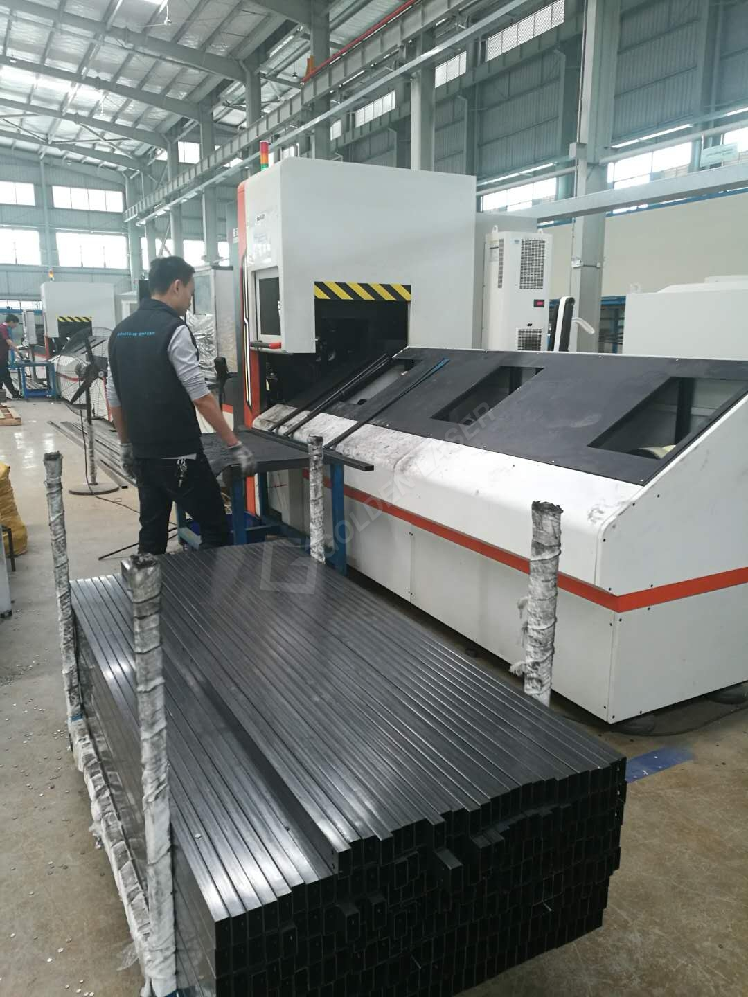 laser cutting machine for tube processing